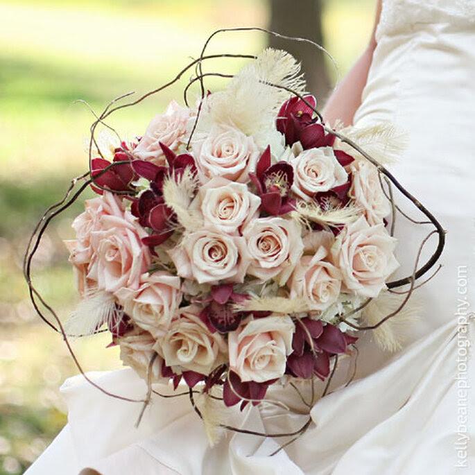 Ramo de novia de rosas. Foto: Rebeccas Silver Rose