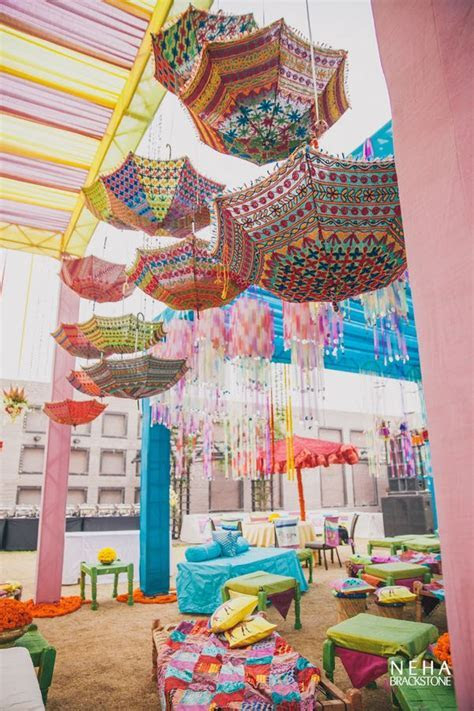 Upside down umbrellas as mehendi decor in 2019   Wë??i??