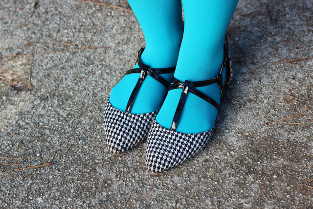 Pointed Houndstooth Flats with Neon Blue Tights