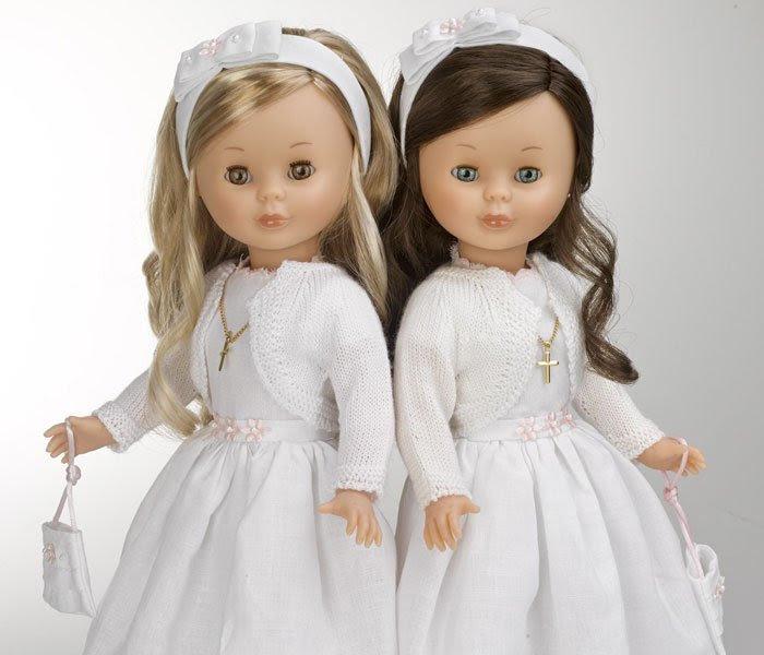 Foto de dos muñecas Nancy comunión, rubia y morena, edición 2014