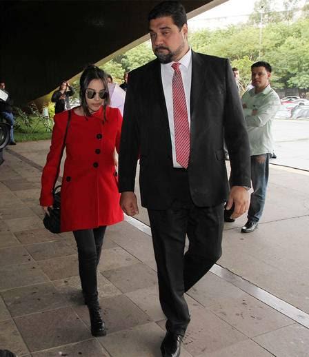 Giulia passou pela entrada sem dar declarações sobre o caso