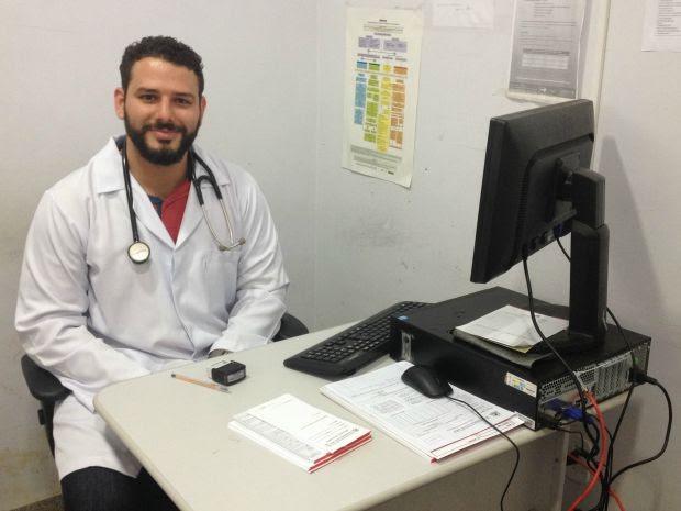 Médico Aníbal Borin se formou em Cuba e trabalha no bairro Nacional, em Porto Velho, desde o início do programa na capital de RO (Foto: Mary Porfiro/G1)