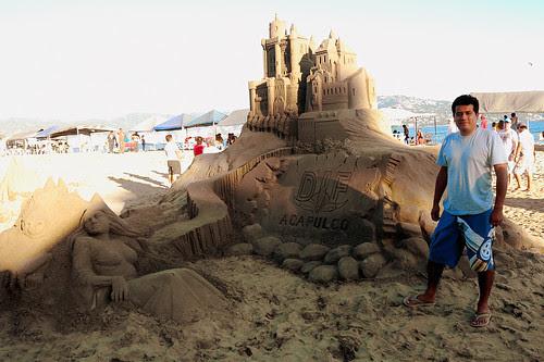 Yo, en la exhibicion de castillos de arena, Acapulco
