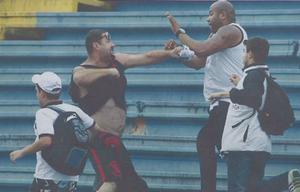 MArcio José  torcedor  Atlético-PR briga Joinville (Foto: Reprodução/RPCTV)