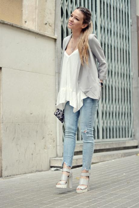 FRAYED TRIM JEANS