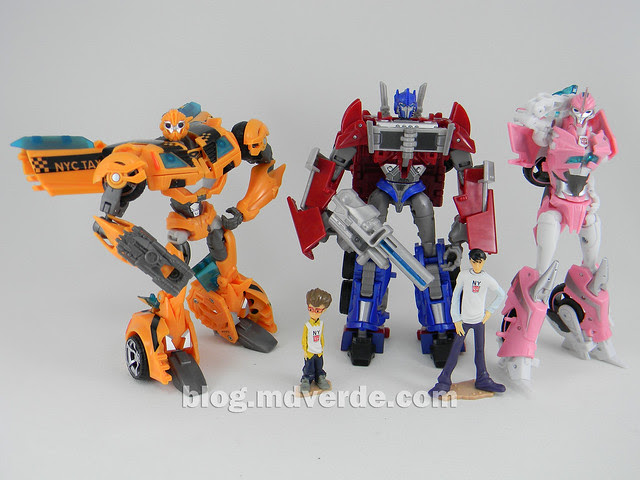 Transformers Bumblebee Deluxe - Transformers Prime - modo robot vs Optimus Prime vs Arcee