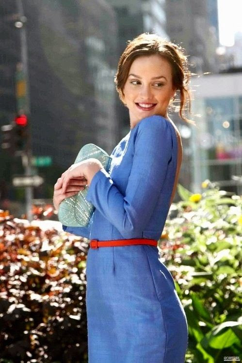 Blair Waldorf | Gossip Girl S-1 When Blair and Serena posed in Blair's mom's Stolen Dresses