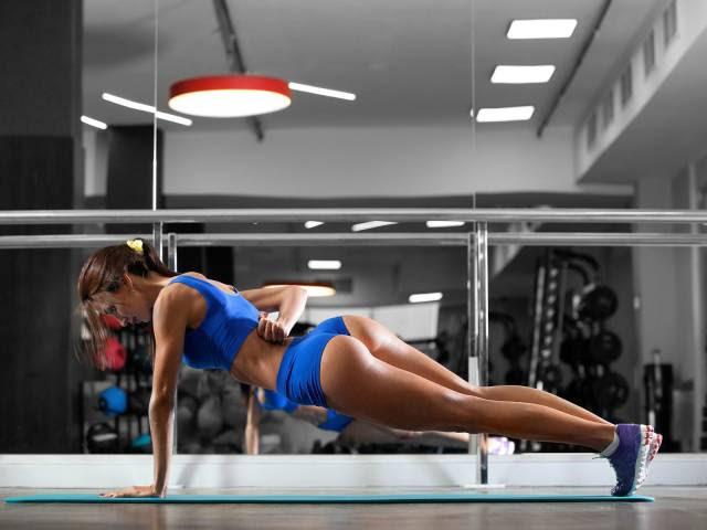 Αθλητικό γυναίκες με τρομερό Φορείς