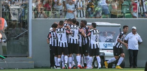 Jogadores do Atlético-MG comemoram mais um gol durante o Campeonato Mineiro