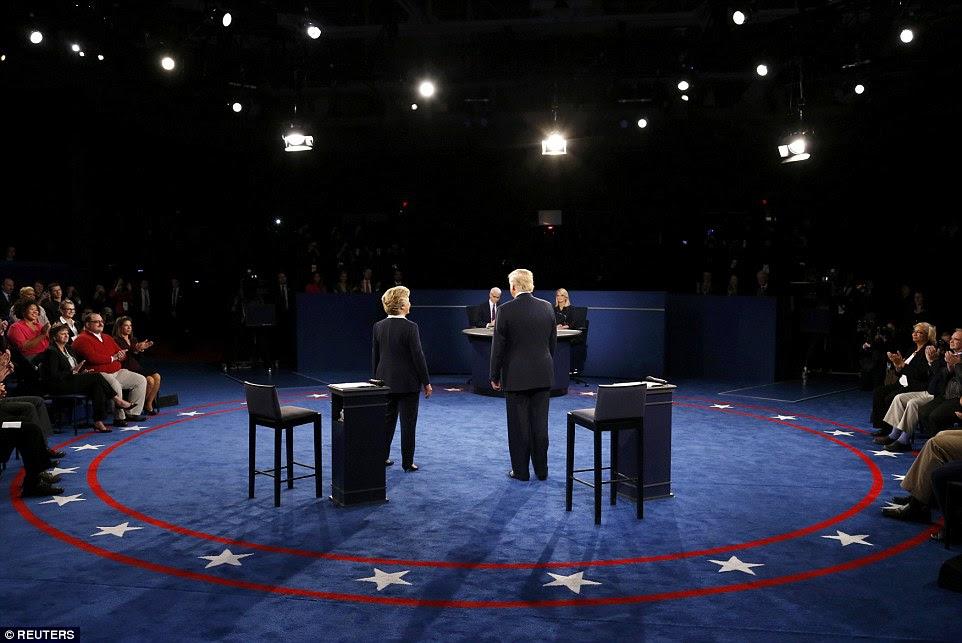 Republicano candidato presidencial dos EUA, Donald Trump e Democrática candidato presidencial norte-americana Hillary Clinton estão juntos antes do segundo debate