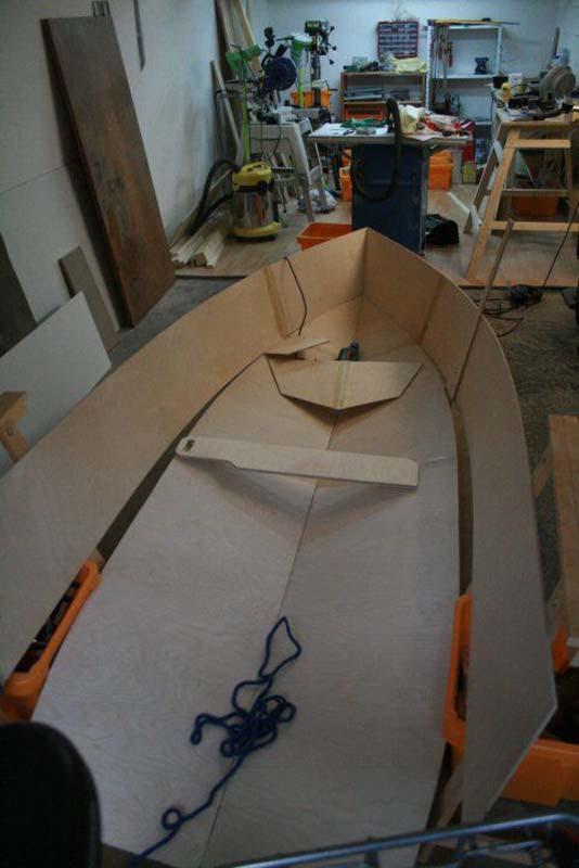 Έφτιαξε μόνος του ιστιοπλοϊκό σκάφος στο σπίτι (23)