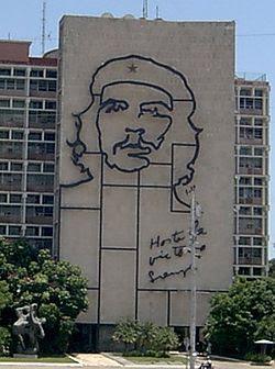 Imágen del Che Guevara en el frente del Ministerio del Interior (ex Ministerio de Industria) de Cuba, La Habana.