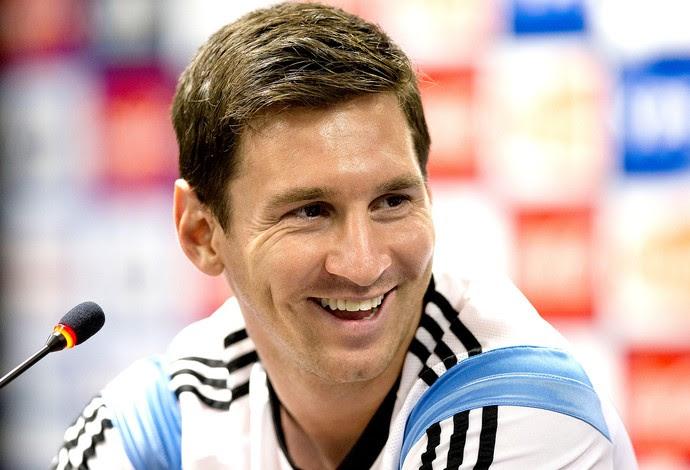Messi na coletiva da Argentina (Foto: AP)