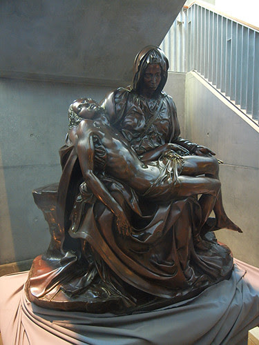DSCN7249 _ Michelangelo's Pietà, Cathedral of Christ the Ligth, Oakland, California