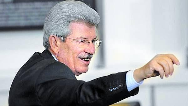 Señales. Juan Carlos Fábrega, presidente del Banco Central, ayer. / NESTOR SIEIRA