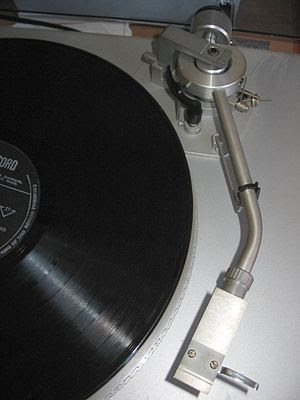Typical phonograph tonearm