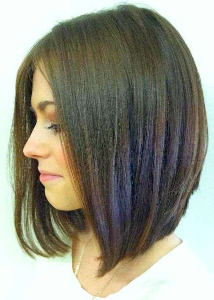 We Re Loving This Graduated Long Bob Hairstyle With A Mod Middle
