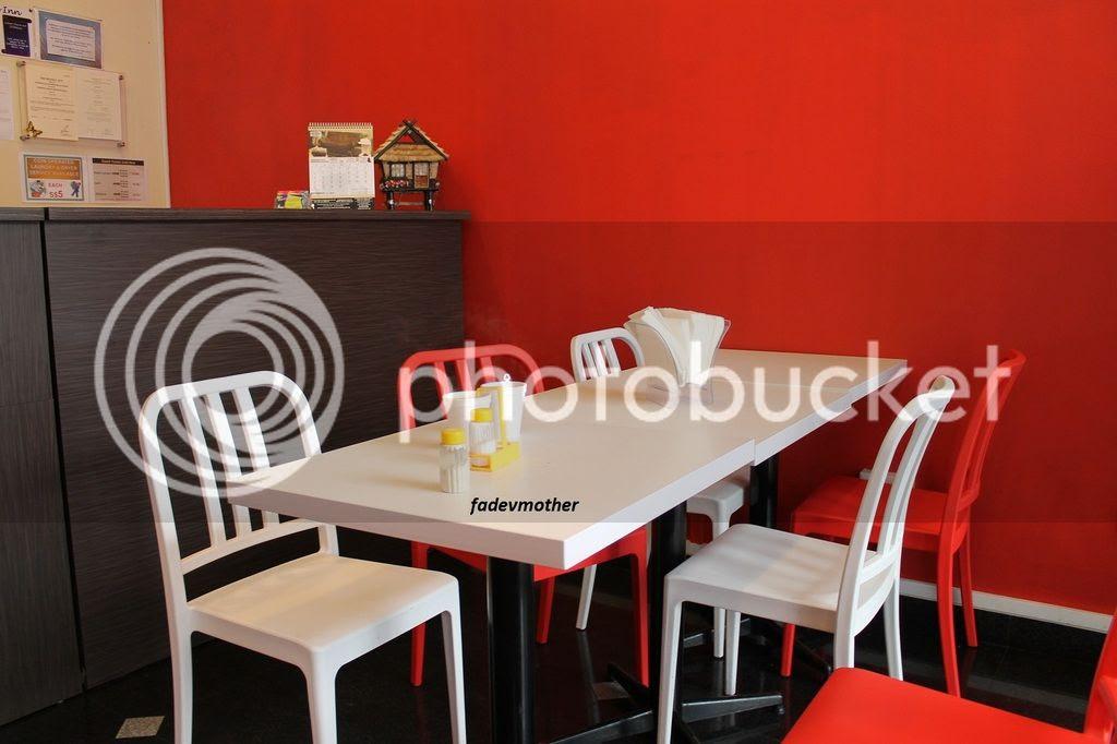 tempat sarapan photo meja makan_zpsw3e0dnae.jpg