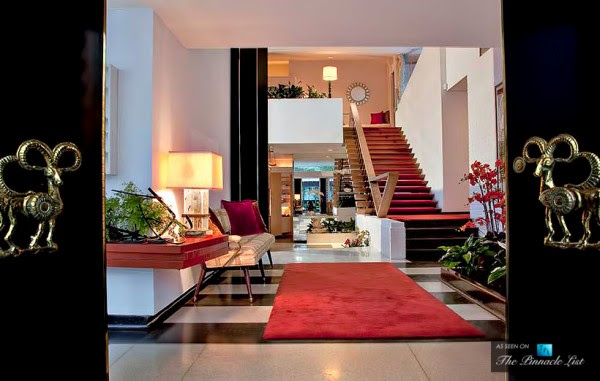 Each area positively oozes luxury, even down to the entranceway and hallways.