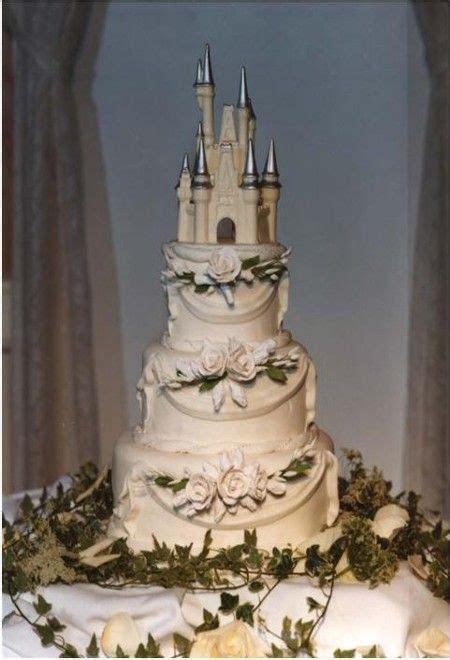 25  best ideas about Castle wedding cake on Pinterest