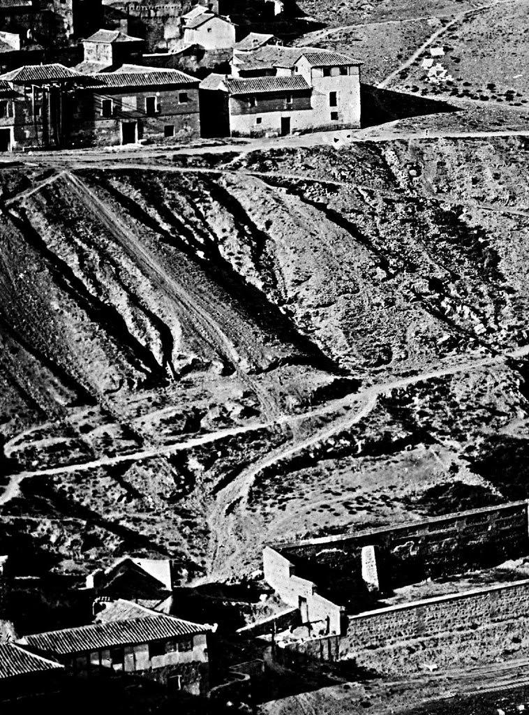 Posible evidencia fotográfica de una maderada en Toledo usando el Tajo. Fotografía de Charles Clifford o Jean Laurent en 1857 (detalle)