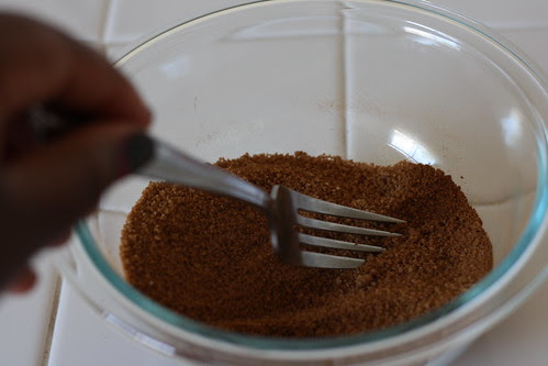 Mix the sugar and cinnamon