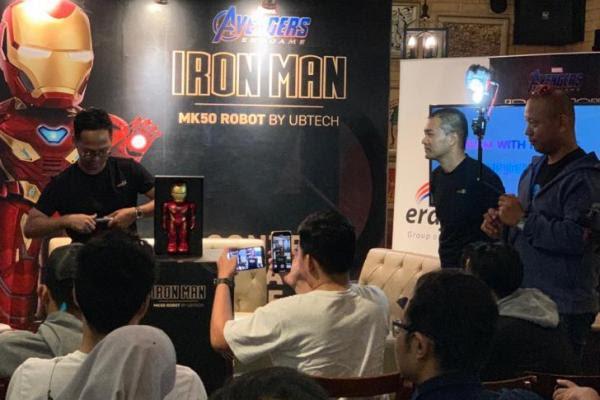 Robot Iron Man dapat berjalan, berbicara, ditambah dengan pengalaman realitas membawa karakter favorit para penggemar menjadi hidup.