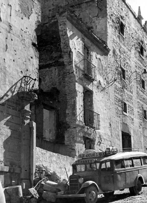 Cuesta de Carlos V en la posguerra. Fotografía Josep Gaspar i Serra © Arxiu Nacional de Catalunya. Signatura ANC1-23-N-1556
