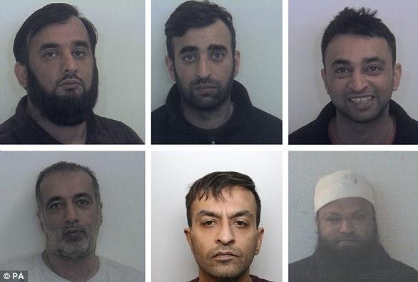 Tayab Dad, Nasar Dad, Basharat Dad, (rang inférieur de gauche à droite) Matloob Hussain, Mohammed Sadiq et Amjad Ali ont soigné deux filles et ont agressé sexuellement à Rotherham
