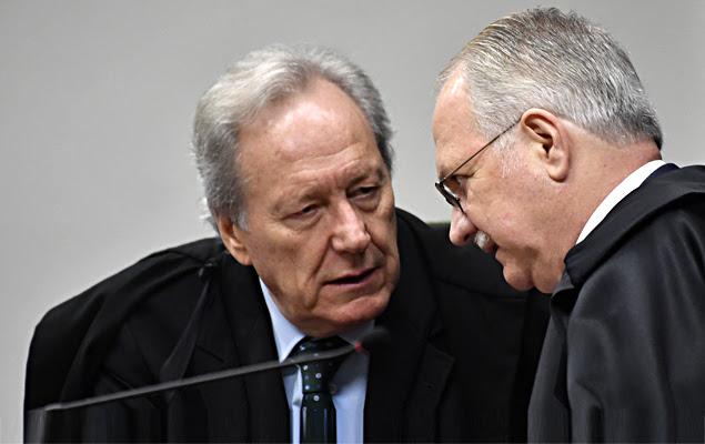 Os ministros Ricardo Lewandowski e Edson Fachin - A Segunda Turma do STF (Supremo Tribunal Federal), sob a presidência do ministro Gilmar Mendes, realiza sessão para julgamentos, nesta terça-feira (30) em Brasília (DF).