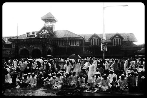 Eid Ul Fitr Namaz 2010 And It Rains by firoze shakir photographerno1