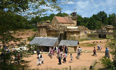 Visitors at Guédelon castle