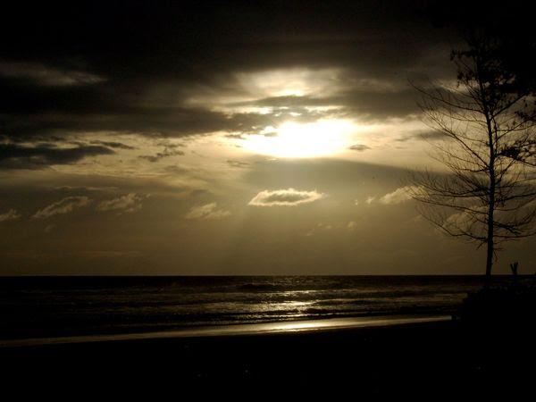 Sunset memukau di Pantai Panjang (panoramio.com)