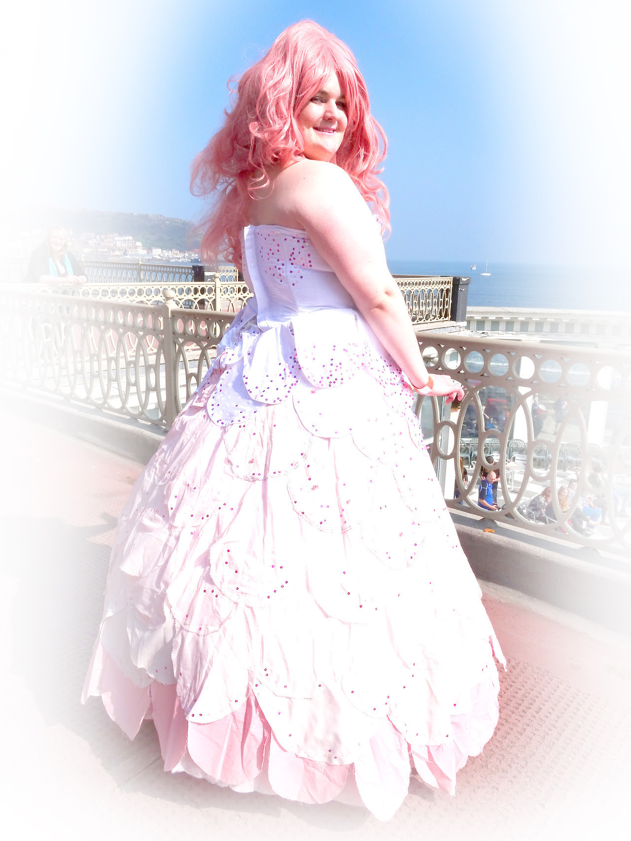 What an incredible power, the ability to grow up. 1/2/3/4/5 The first of the individual Rose shots from the shoot I did at Sci-Fi Scarborough Rose Quartz - @merriweather-snows Photography/Editing -...