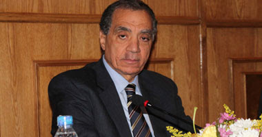 الدكتور فاروق العقدة محافظ البنك المركزى المصرى