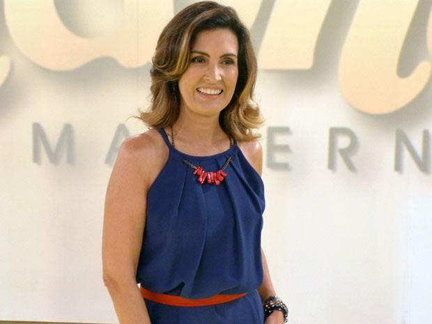 Fátima usou vestido azul-marinho que já vem com cordão (Foto: Encontro com Fátima Bernardes/TV Globo)