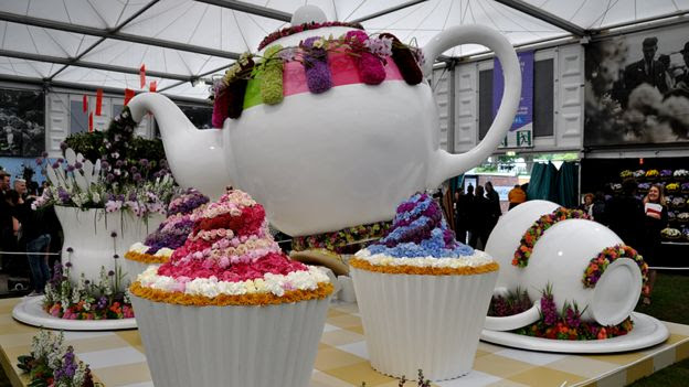 Giant teapot and cupcakes