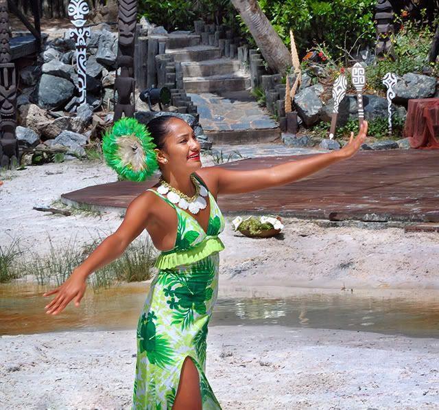 Maori Girl Dances at Port Aventura [enlarge]