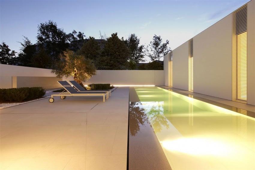 Jesolo Lido Pool Villa by JM Architecture 13