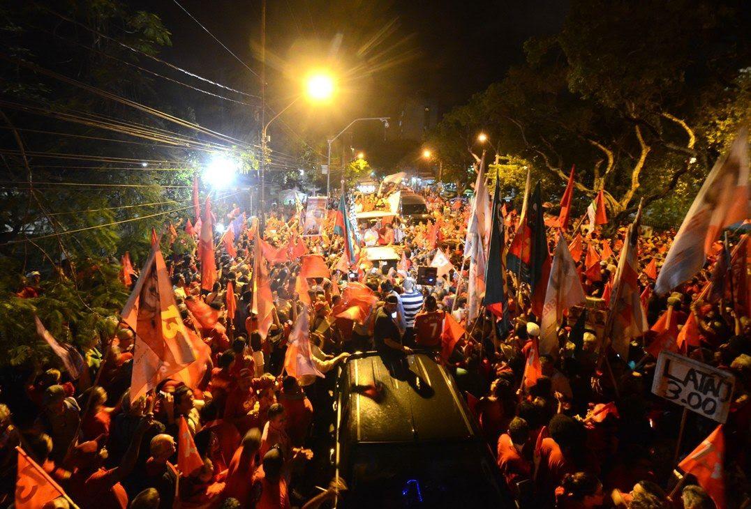Image result for Os candidatos encerram à meia noite de hoje as reuniões públicas e comícios.