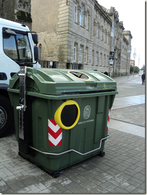 contenedoresaccesiblesspontevedra thumb Se instalan contenedores accesibles en Pontevedra