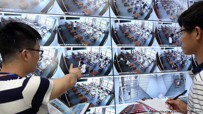 China - High-Tech-Kontrollmaßnahmen in der diesjährigen Hochschulaufnahmeprüfung (picture-alliance/dpa/Imaginechina/L. Shanxin)