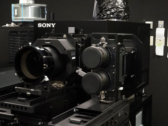 sony_4K_projector_SRX-R515P_3Dsupport