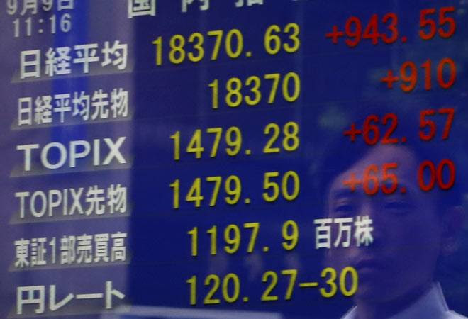 Asian shares at 2-1/2-week high, crude oil rebounds