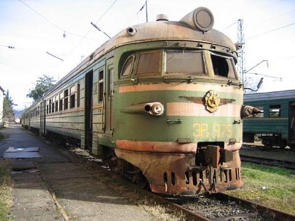 Trem verde ângulo 1