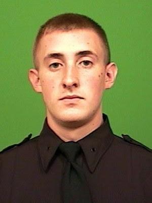 Brian Moore em foto não datada, divulgada pelo Departamento de Polícia de NY (Foto: New York City Police Department via AP, File)