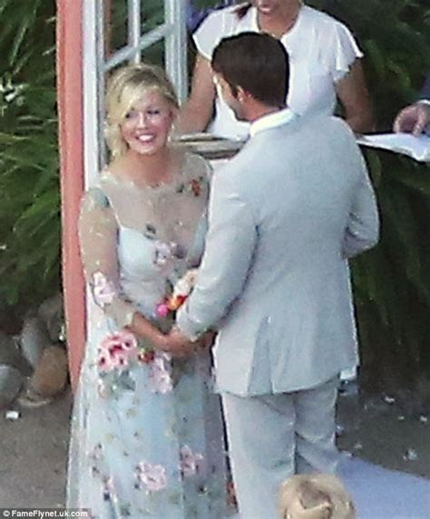 Jennie Garth ties the knot with David Abrams in ranch