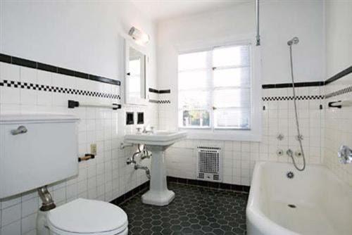 White w/Black Bath
