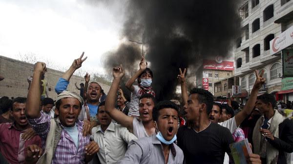 Anti-Houthi protesters demonstrate in Yemen's southwestern city of Taiz