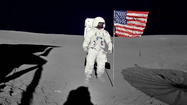 رائد الفضاء الأمريكي إدغار ميتشيل على سطح القمر، 5 فبراير 1971